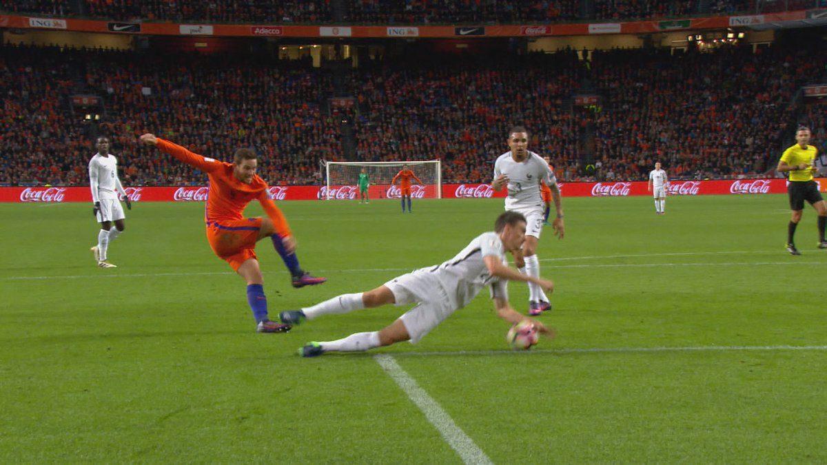 Oranje penalty onthouden tegen Frankrijk