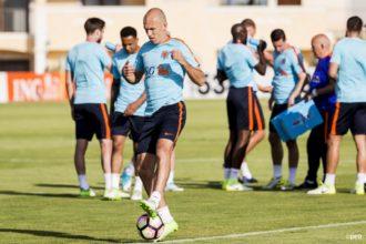 'Robben keert terug op trainingsveld'