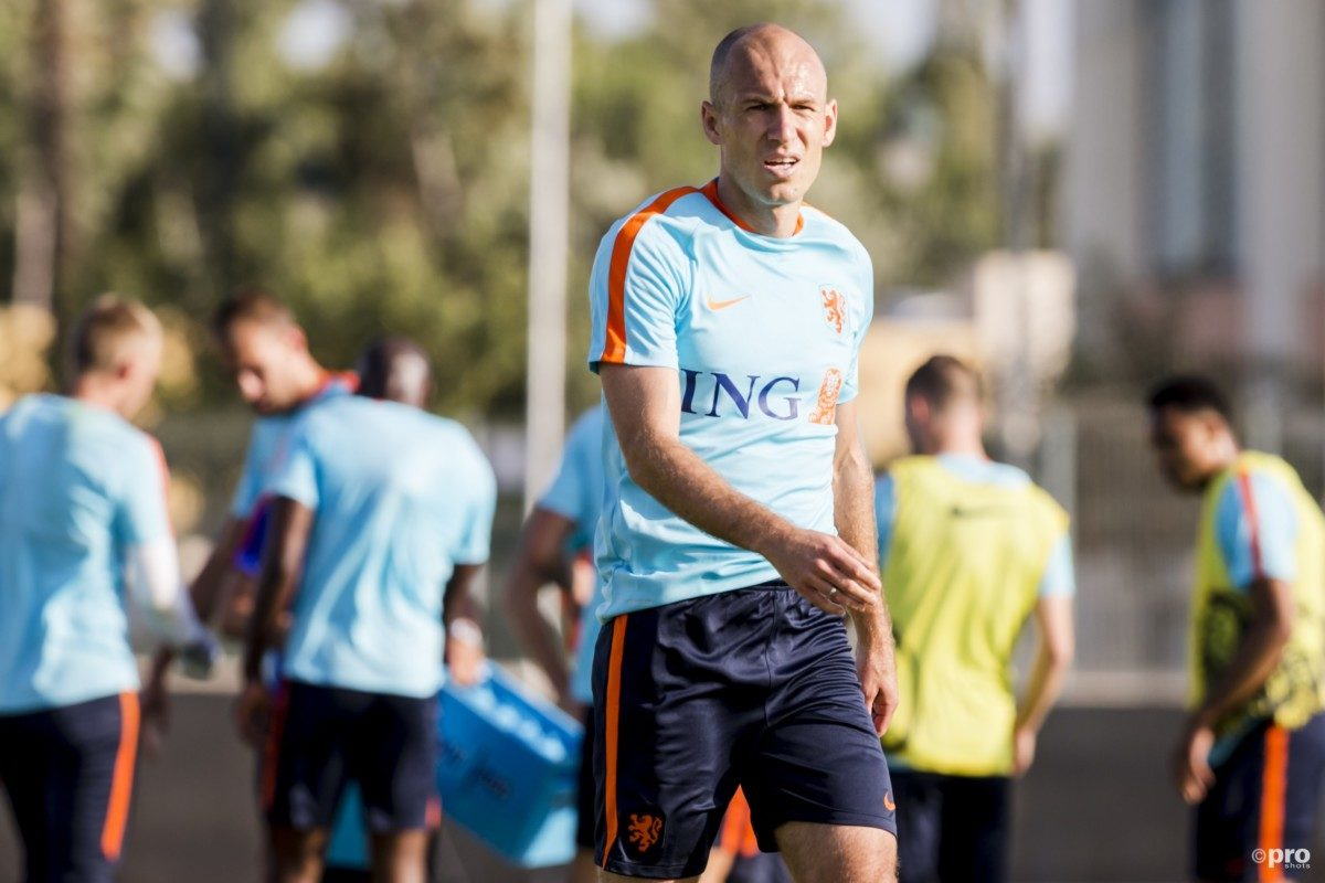Robben slaat training Oranje over
