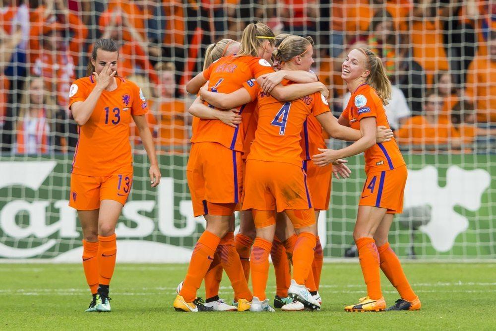 OranjeLeeuwinnen met bekende namen tegen Noorwegen