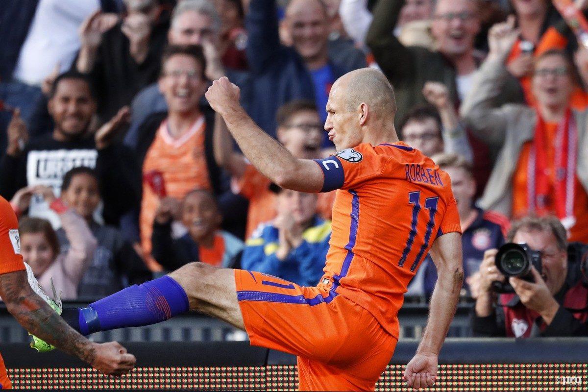 Ook Robben geniet van OranjeLeeuwinnen