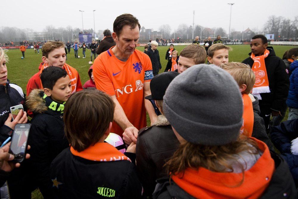 """De Boer: """"Het vrouwenvoetbal is een grote sprong voorwaarts aan het maken"""""""