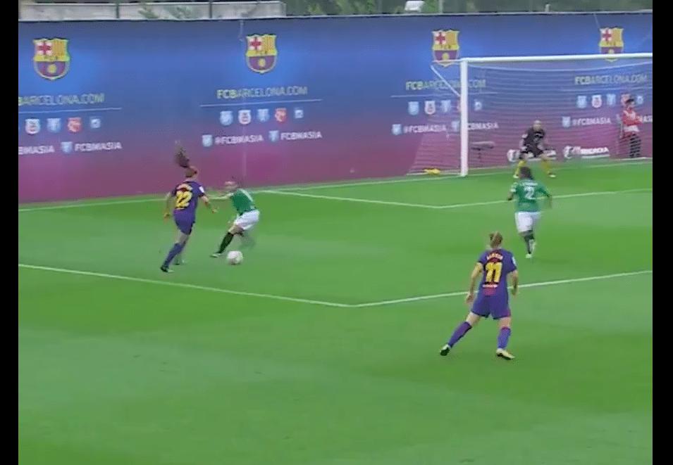 Martens tekent voor eerste goal en fraaie assist bij Barcelona