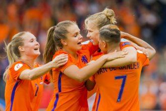 OranjeLeeuwinnen winnen in mistig Oostenrijk