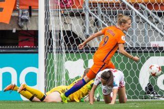 """Miedema ziet belang: """"D-Day voor het Nederlandse vrouwenvoetbal"""""""