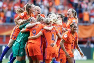 Oranjevrouwen nemen afscheid van Reijners