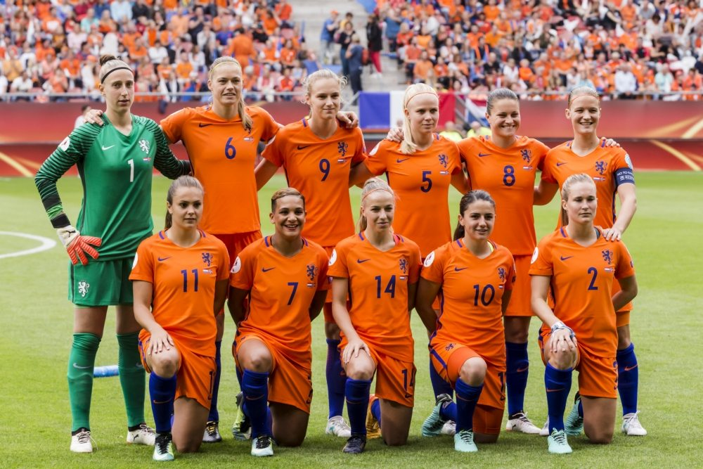 Wiegman gooit opstelling om tegen Denemarken
