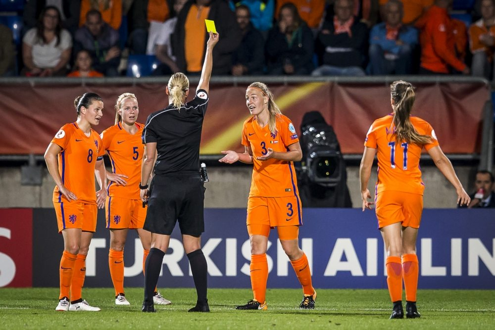 OranjeLeeuwinnen gaan onderuit tegen Spanje en lijden eerste nederlaag sinds juni
