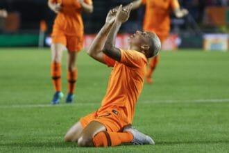 OranjeLeeuwinnen winnen overtuigend van Denemarken