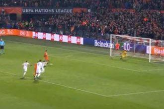 VIDEO: Depay scoort 2-0 met panenka-penalty