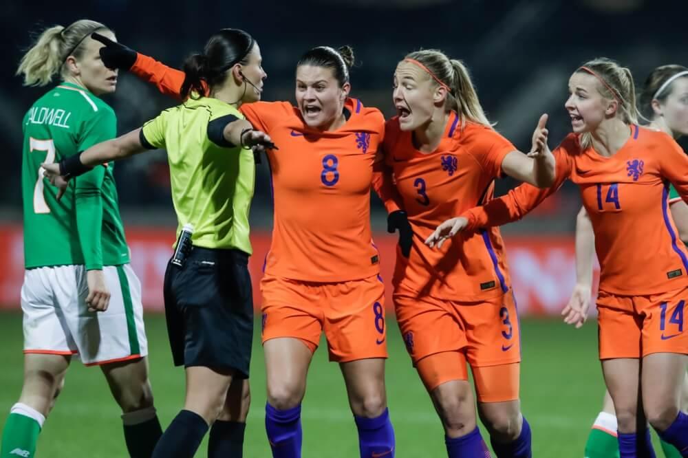 Van der Gragt toch niet fit genoeg; PSV-verdedigster opgeroepen