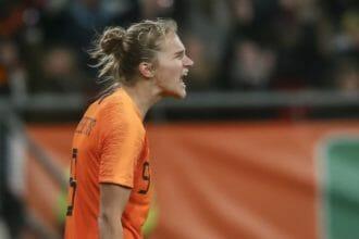 VIDEO | Miedema zet OranjeLeeuwinnen op 2-0 voorsprong