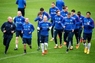 """Robben looft Van Dijk: """"Hij heeft enorme stappen gemaakt"""""""