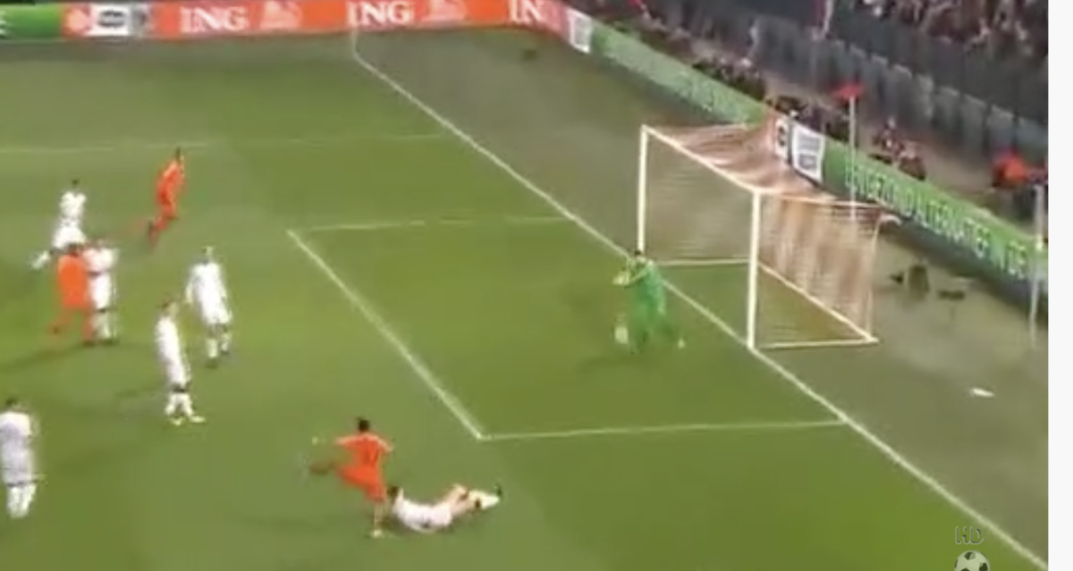 Van Dijk schiet 4-0 binnen tegen Wit-Rusland