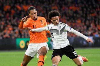 Liverpool-trainer Klopp:'Ik verwacht Van Dijk niet meer dit seizoen'