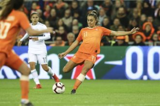 Basiselftal Oranje traint apart; Martens twijfelgeval