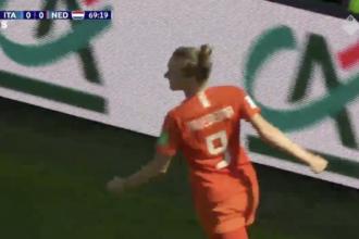 VIDEO: Miedema en Van der Gragt koppen Leeuwinnen naar 2-0