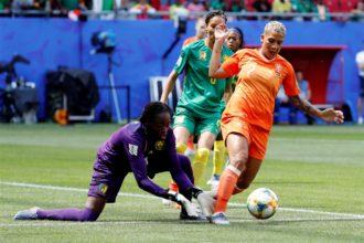 """Wiegman boos op Van de Sanden: """"Moet gewoon in orde zijn"""""""