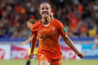 OranjeLeeuwinnen staan in WK-finale na moeizame zege op Zweden