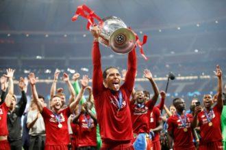 Van Dijk strijdt met Messi en Ronaldo om UEFA-prijs