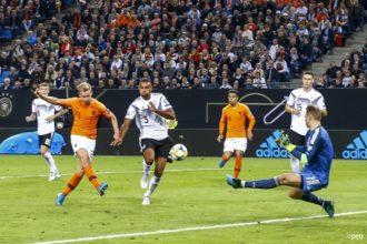 Frenkie de Jong maakt eerste doelpunt in Oranje