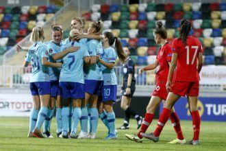 Oranje Leeuwinnen winnen met ruime cijfers van Turkije