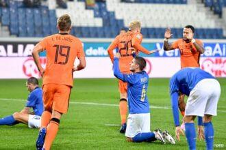 Donny vd Beek maakt eerste doelpunt in Oranje