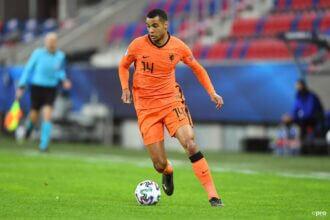 Jonge Oranje-spelers dreigen buiten de boot te vallen