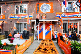 Hang jij je straat en woonkamer vol met oranje versiering?