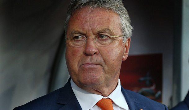 Aangeslagen Hiddink bevestigt vertrek.