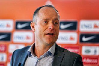 KNVB stuurt Van Oostveen weg