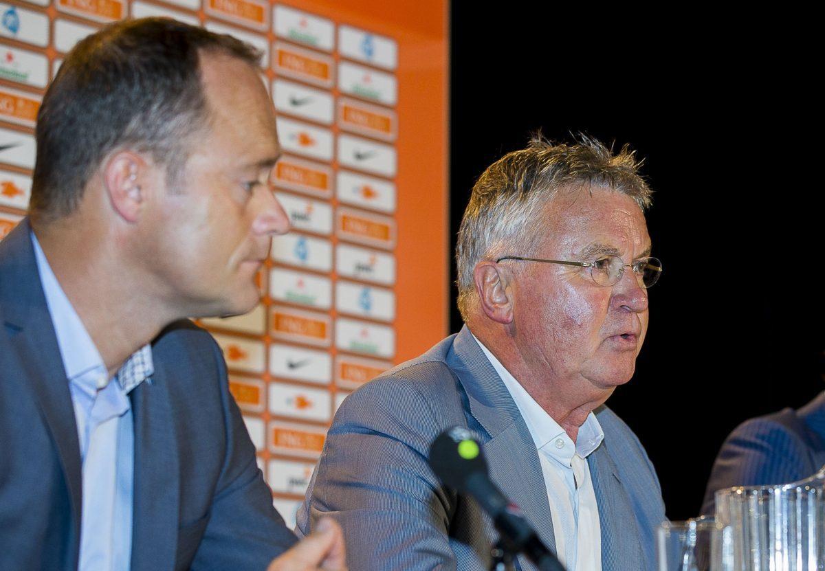 Hiddink blijft bij de KNVB