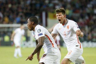 Huntelaar en Wijnaldum na het doelpunt