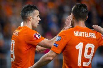 'Huntelaar en Van Persie in de spits'