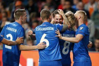 Turkije verslaat IJsland en gaat naar EK