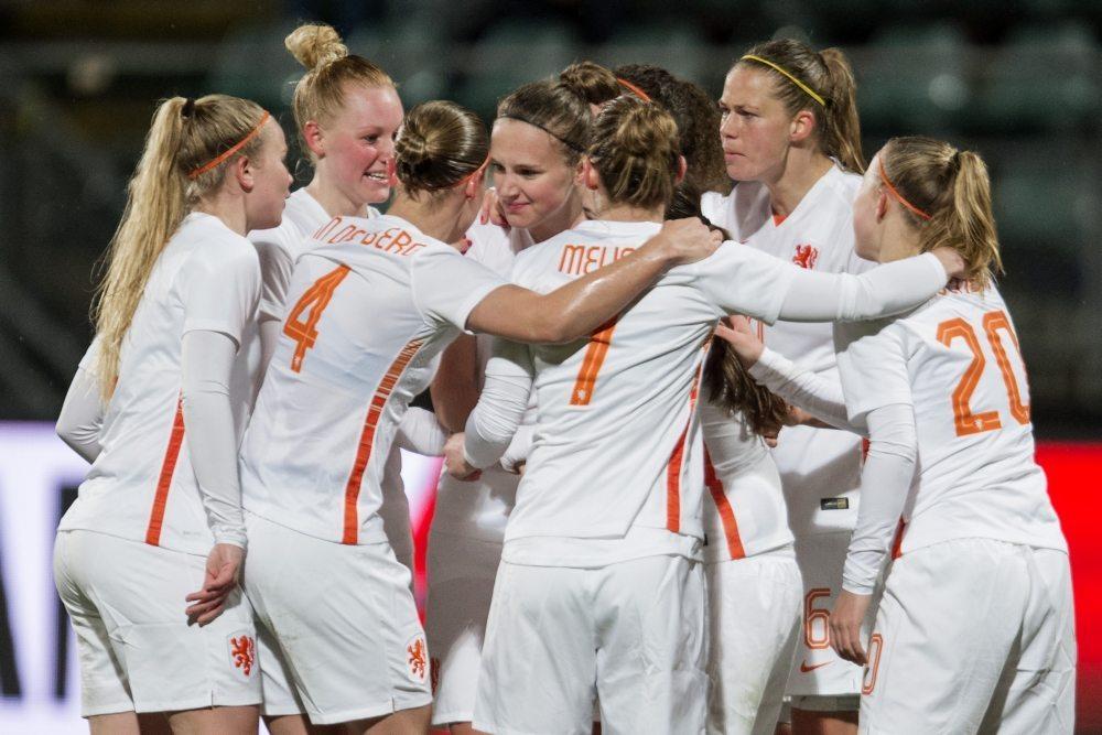 Oranje Leeuwinnen oefenen tegen wereldkampioen