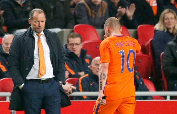 Sneijder doet niet mee tegen Engeland