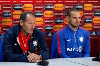 Sneijder en Blind tijdens de persconferentie