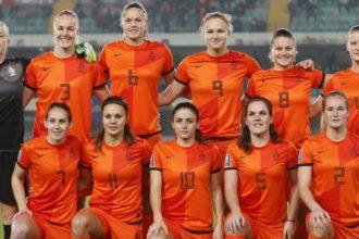 Uitzwaaiwedstrijd Oranjevrouwen op Het Kasteel