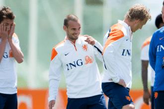 Verhaegh en Sneijder op de training