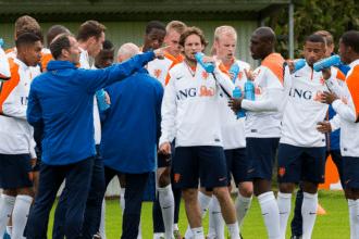 Oranje arriveert in Lagos voor trainingskamp